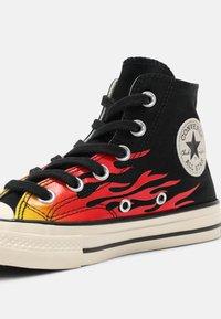 Converse - CHUCK 70 ARCHIVE FLAME HI UNISEX - Baskets montantes - black/enamel red/egret - 6