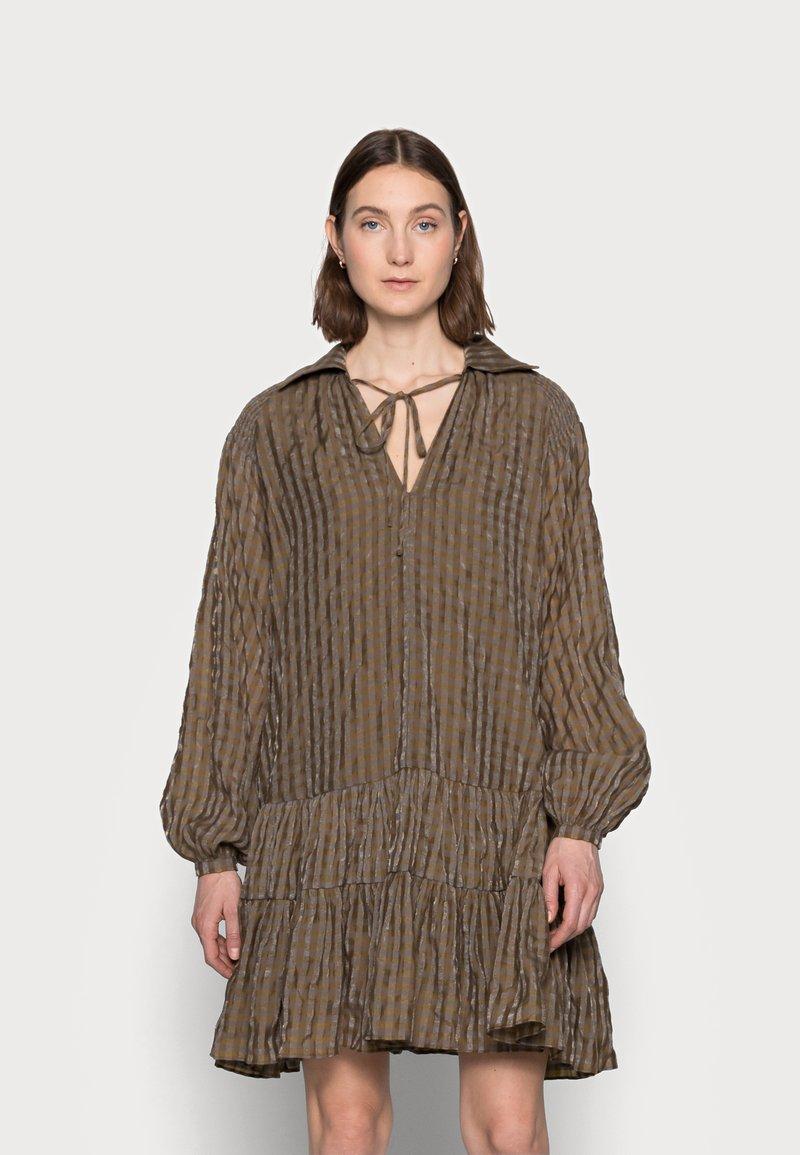 Glamorous Tall - LADIES DRESS GINGHAM - Košilové šaty - olive metallic