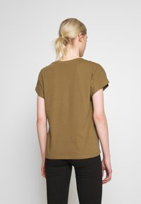 ONLY - ONLCARIN LIFE  - Camiseta estampada - martini olive - 2