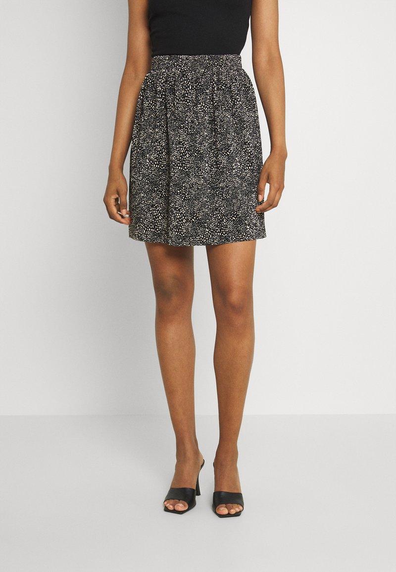 ONLY - ONLTAMMIE SHORT PLISSE SKIRT - Minijupe - black/white