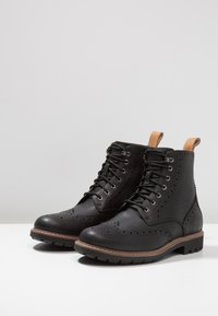 Clarks - BATCOMBE LORD - Lace-up ankle boots - noir - 2