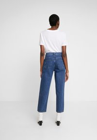 Moss Copenhagen - CRYSTAL - Straight leg jeans - mid blue wash - 2