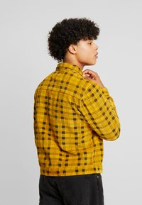 FoR - CHCK TRUCKER  - Summer jacket - yellow - 2