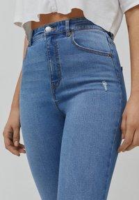 PULL&BEAR - SKINNY HIGH WAIST - Jeans Skinny Fit - blue - 4
