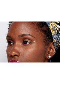 Nyx Professional Makeup - GLITTER GOALS LIQUID EYELINER - Eyeliner - 01 zodiac queen - 3