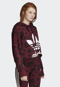adidas Originals - BELLISTA ALLOVER PRINT CROPPED HOODIE - Sweatshirt - red - 2
