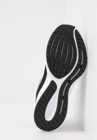Nike Performance - RUNALLDAY 2 - Laufschuh Neutral - black/white/iron grey - 4