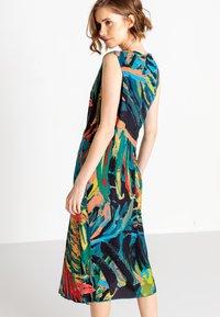 Ivko - TROPICAL MOTIF - Denní šaty - amazonas - 2