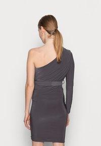 Missguided Maternity - SLINKY RUCHED DRESS - Pouzdrové šaty - grey - 2