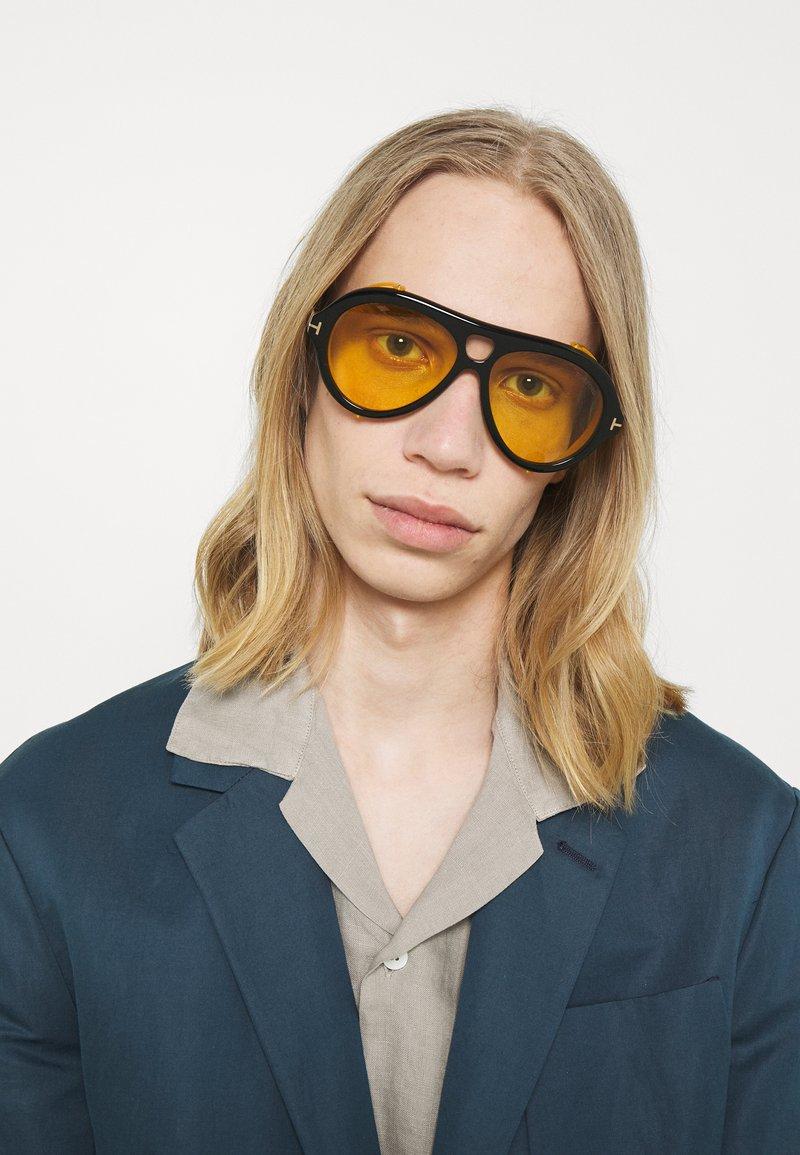 Tom Ford - UNISEX - Occhiali da sole - shiny black/brown