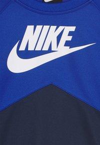 Nike Sportswear - CREW - Camiseta de manga larga - midnight navy/game royal/white - 2