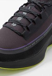 Nike Performance - ZOOM WINFLO 6 SHIELD - Juoksukenkä/neutraalit - oil grey/reflect silver/black - 5