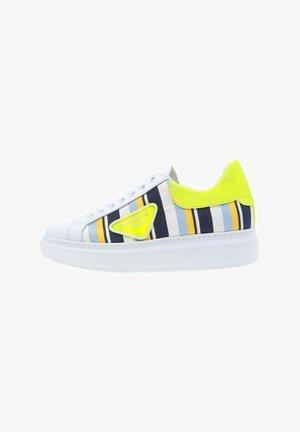 Baskets basses - amarillo