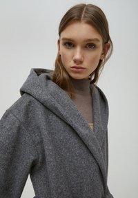 PULL&BEAR - Klasický kabát - dark grey - 3
