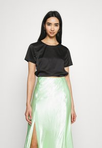 Missguided - CUT OUT BACK TIE CROP - Print T-shirt - black - 2