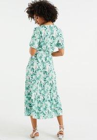 WE Fashion - MET BLOEMENDESSIN - Maxi dress - white - 2