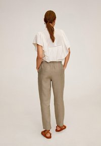 Mango - Trousers - marrone medio
