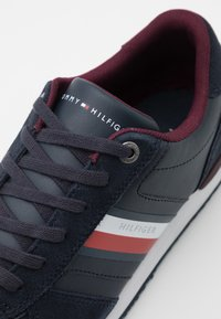 Tommy Hilfiger - ICONIC MIX RUNNER - Trainers - desert sky - 5