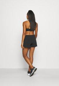 Nike Performance - kurze Sporthose - black/white - 2