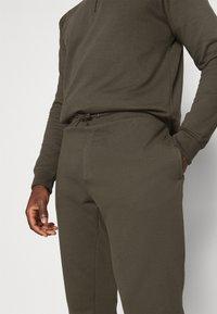 Burton Menswear London - REGULAR FIT ZIP AND JOGGER SET - Sweater - khaki - 8
