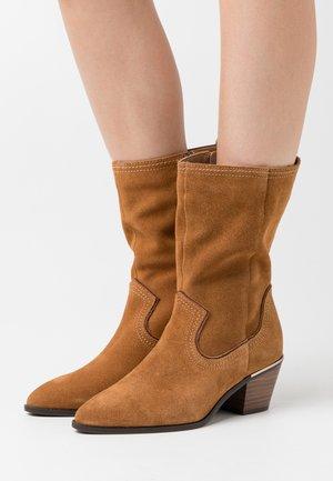 BOOTS  - Vysoká obuv - muscat