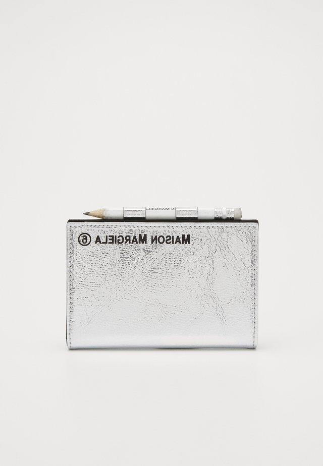 Plånbok - metallic silver