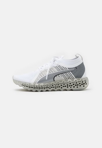 CALIBRATE RUNNER - Neutral running shoes - white