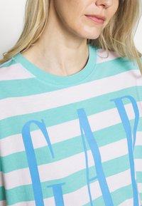 GAP - BOXY TEE - Print T-shirt - blue - 5