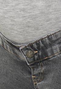 MAMALICIOUS - MLTOWN SLIM BERMUDA - Denim shorts - light grey denim/wash - 2