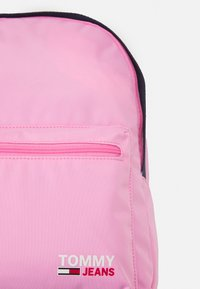 Tommy Jeans - CAMPUS MED DOME BACKPACK - Batoh - pink - 3