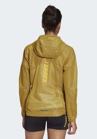 adidas Performance - TERREX AGRAVIC RAIN JACKET - Regnjakke / vandafvisende jakker - gold - 2