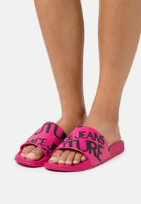 Versace Jeans Couture - Mules - pink - 0
