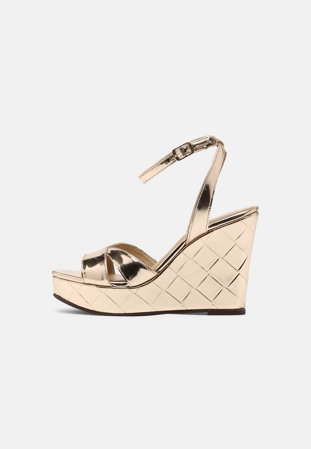 MOANY - Sandály na platformě - or