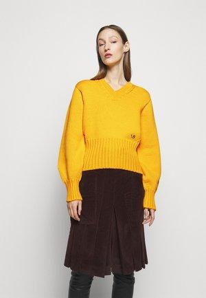 SEAMLESS V NECK JUMPER - Maglione - yellow