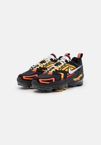 Nike Sportswear - AIR VAPORMAX EVO SE - Sneakersy niskie - black/white/orange/university gold/university red/sail - 1