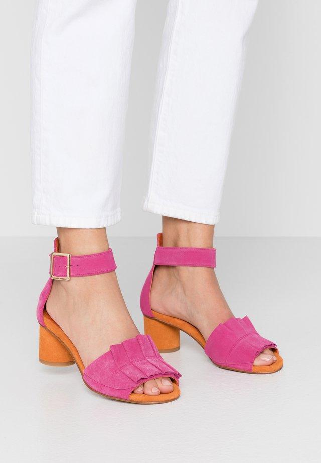 CELYN - Sandaalit nilkkaremmillä - pink