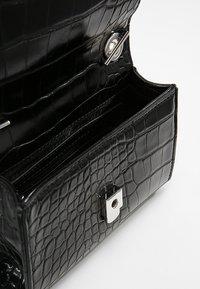 Valentino Bags - Across body bag - nero - 4