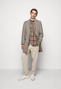 HUGO - MIGOR - Płaszcz wełniany /Płaszcz klasyczny - light/pastel brown - 1