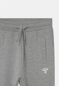 Hummel - UNO UNISEX - Tracksuit bottoms - mottled grey - 2