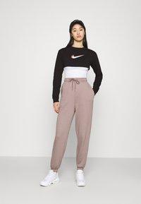 Nike Sportswear - CROP - Sudadera - black - 1