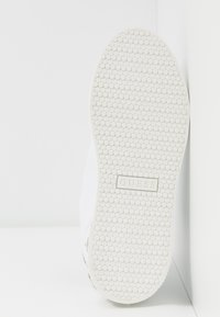 Guess - MAREY - Trainers - white - 6