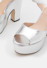 Christopher Kane - PLATFORM - High Heel Sandalette - silver - 6