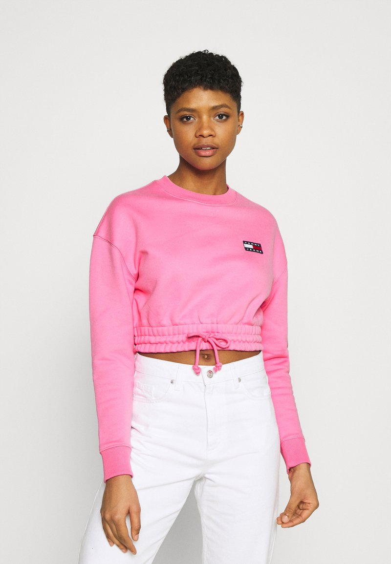 Tommy Jeans - SUPER CROPPED BADGE CREW - Maglione - pink daisy