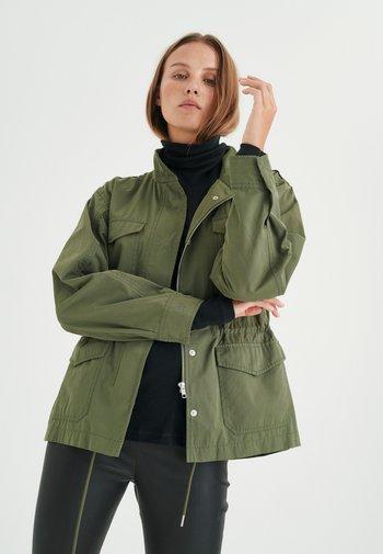 YUMA - Light jacket - beetle green