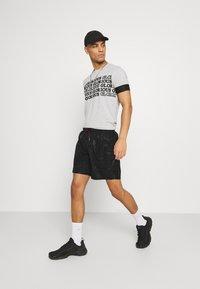 Glorious Gangsta - HAYDEN - Shorts - jet black - 1