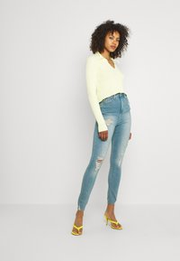 Missguided - SINNER HIGHWAISTED DESTROYED - Jeans Skinny Fit - light blue - 1