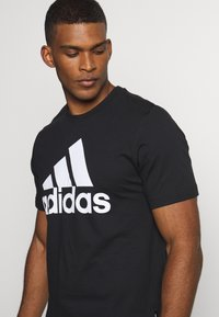 adidas Performance - ESSENTIALS SPORTS SHORT SLEEVE TEE - T-shirt con stampa - black - 4