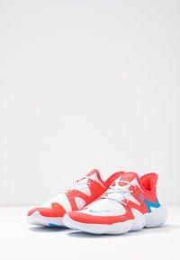 Nike Performance - FREE RN 5.0  - Løbesko - red orbit/blue hero/football grey/white/ghost/black - 2