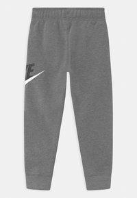 Nike Sportswear - CLUB  - Pantalones deportivos - carbon heather - 1