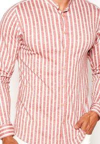 DESOTO - Shirt - red  linen stripe - 0
